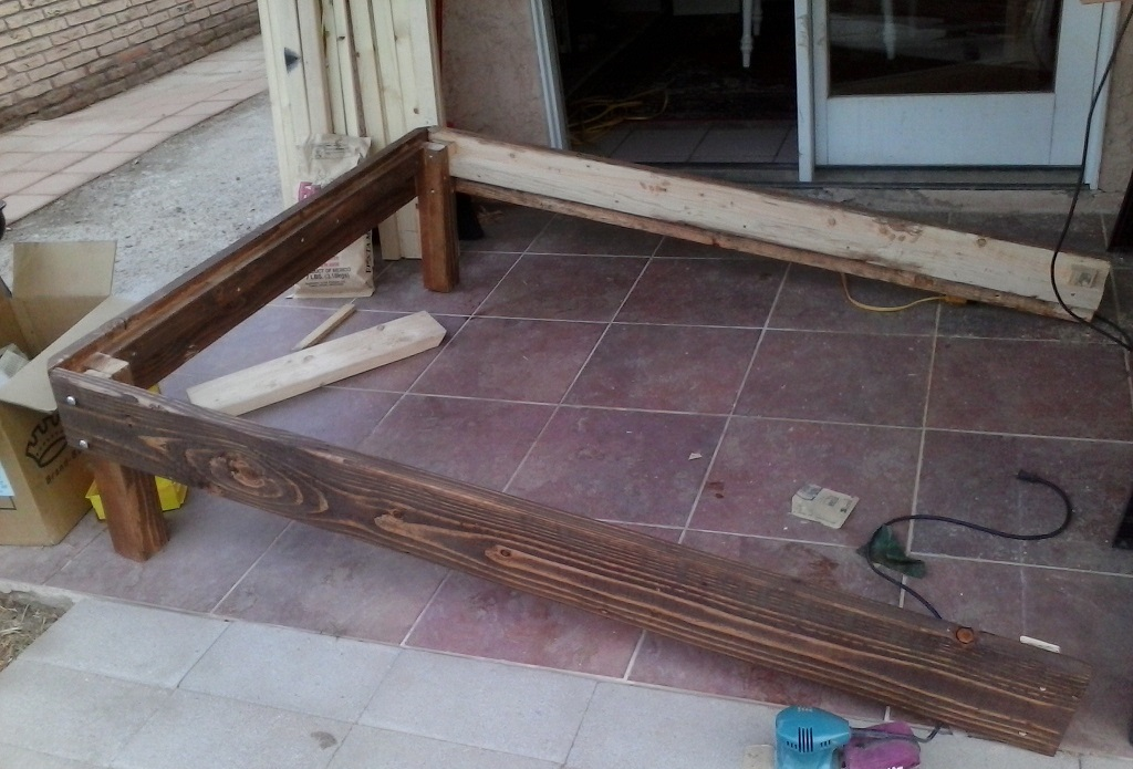 Do it yourself bed frame plans do it yourself furniture for Do it yourself couch